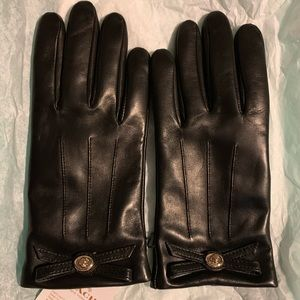 Coach Black Turnlock Bow Leather Gloves NWT
